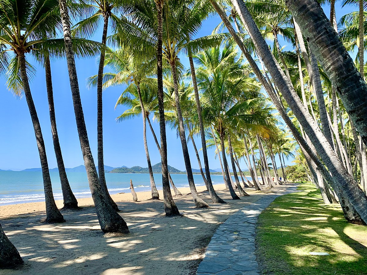 Top 5 Accessories You Must Have For Your Queensland Holiday Tour